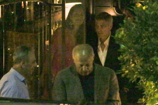 Фотографы запечатлели Джорджа Клуни с супругой на романтическом ужине