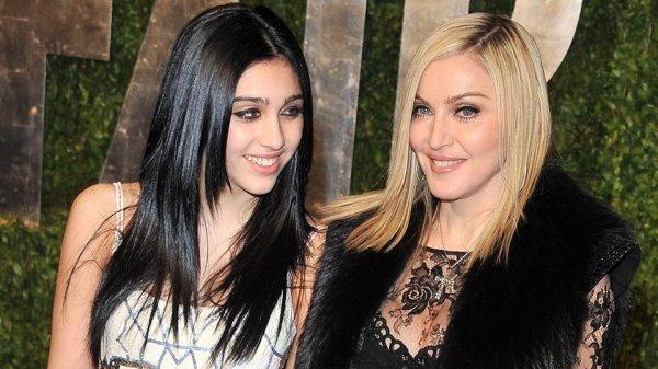 Дочь Мадонны Лурдес Леон прогулялась по Нью-Йорку в компании приятеля