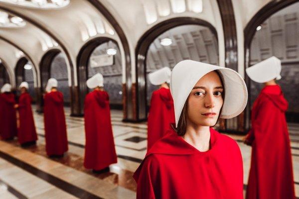 Российские звезды оценили новый сезон сериала «Рассказ служанки»