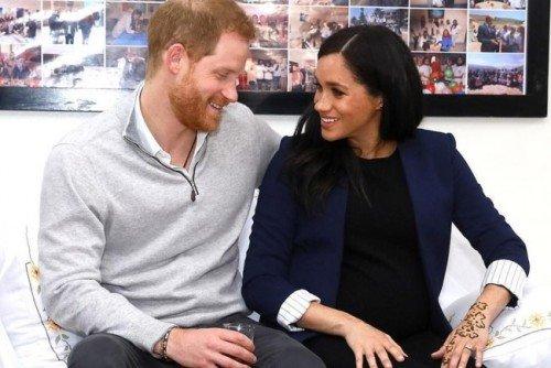 Букингемский дворец выпустил официальное сообщение о предстоящих крестинах сына Меган Маркл и принца Гарри