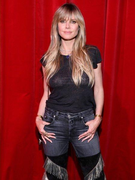 Хайди Клум в прозрачной футболке посетила модный показ в Париже
