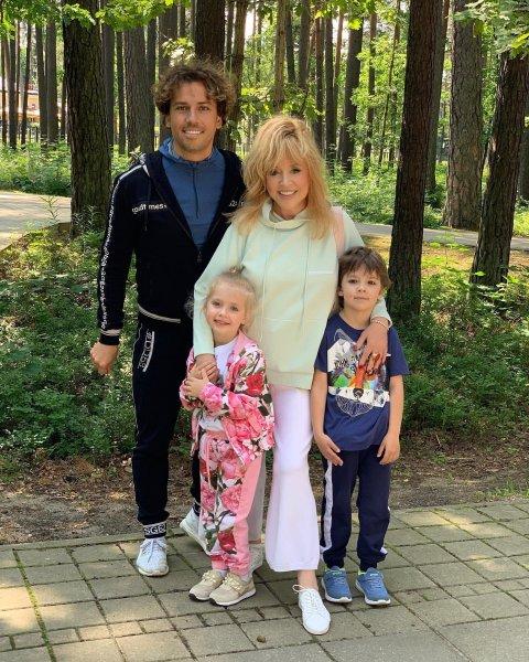 Максим Галкин обновил блог семейным фото с отдыха в Юрмале