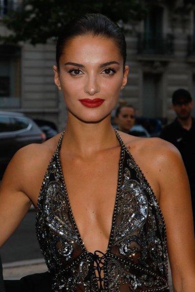 Габриэль Канейсил в прозрачном платье наделала шума на вечере amfAR в Париже