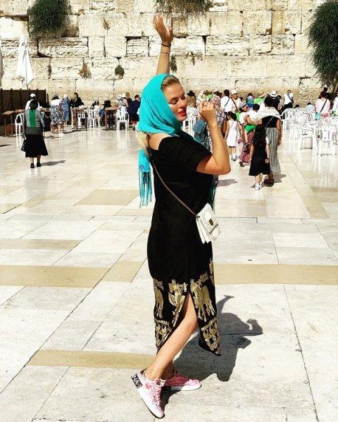Анна Семенович отправилась замаливать грехи в Израиль