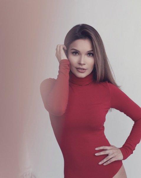 Певица Ксения Бузина откровенно рассказала о закулисье шоу «Голос», о выступлениях в ресторане и о своих мечтах