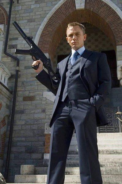 007 снова в строю: Дэниел Крейг вернулся к съемкам в бондиане после травмы