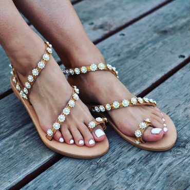 Beautiful sandals for summer: fashion trends 2019