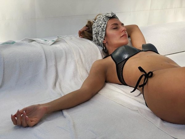 """Участница группы """"Фабрика"""" Саша Савельева показала фото в нижнем белье"""