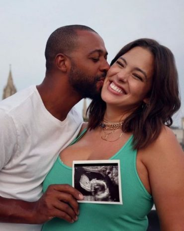 Ashley Graham showed truthful picture during pregnancy