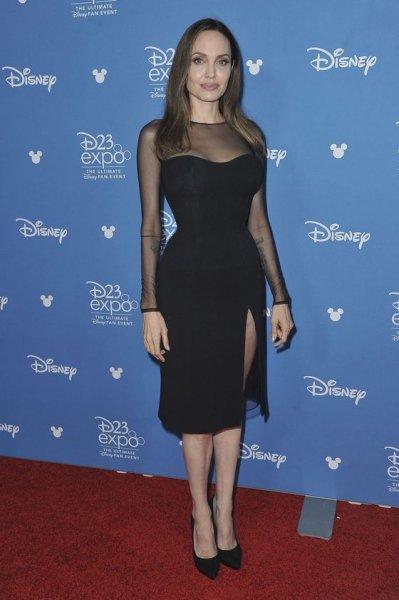 Анджелина Джоли восхитила талией на премьере  «Малефисенты»