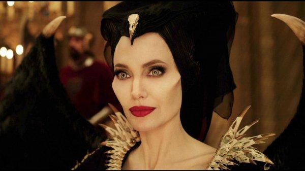 Анджелина Джоли на киноконвенте Disney: откровенный и стильный образ