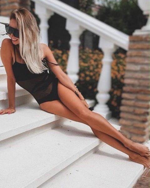 Ляйсан Утяшева поделилась серией фотографий в купальнике