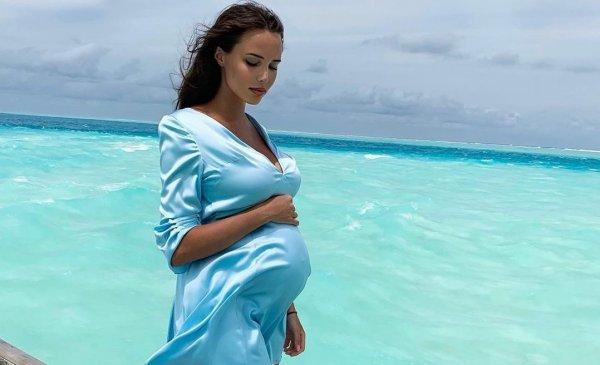 Беременная Анастасия Решетова опять публикует фото со скелетами