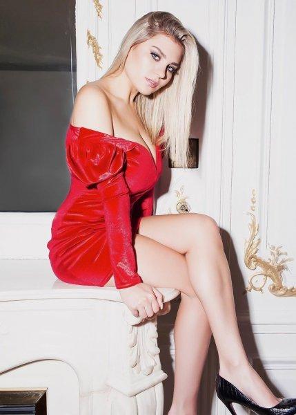 Внучка Михаила Боярского выставила напоказ грудь пятого размера