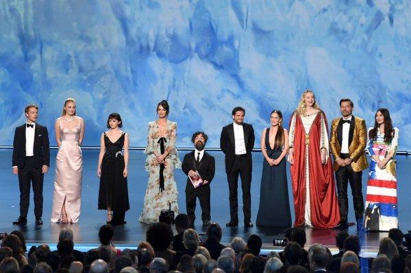 Несмотря на критику: «Игра престолов» стала лучшим сериалом на «Эмми-2019»