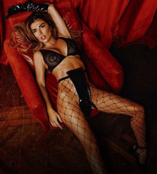 Анна Седокова разделась для осенней обложки Playboy 2019
