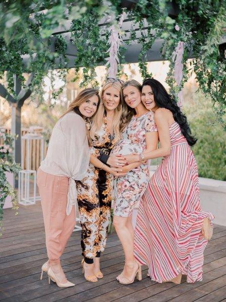 Джоанна Крупа празднует свою беременность в Лос-Анджелесе