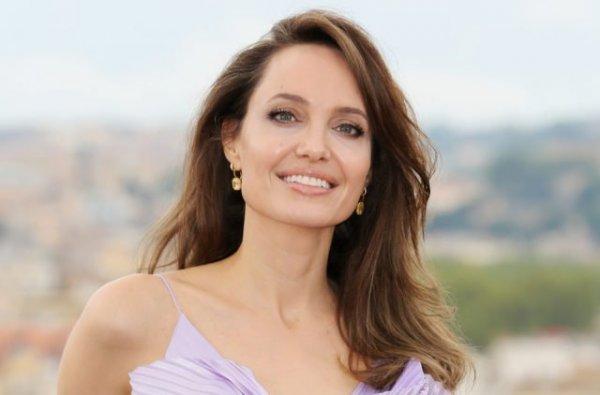 Прекрасная фея: эффектный образ Анджелины Джоли на фотоколле в Риме