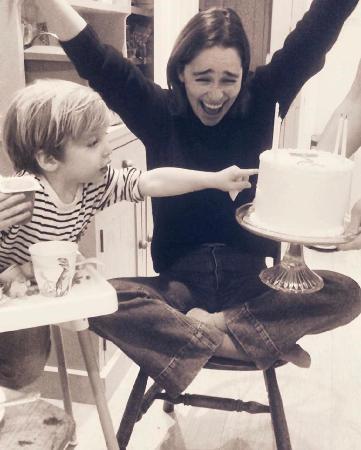 Как Эмилия Кларк отпраздновала свои 33 года