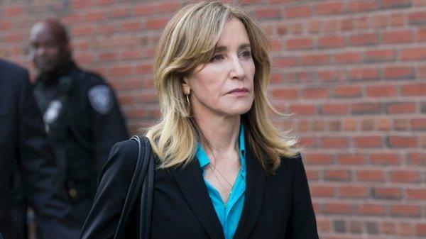 Дочь Фелисити Хаффман планирует поступить в колледж после скандала