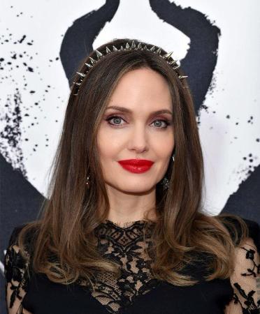 Анджелина Джоли пытается помирить детей с Брэдом Питтом, но все безуспешно