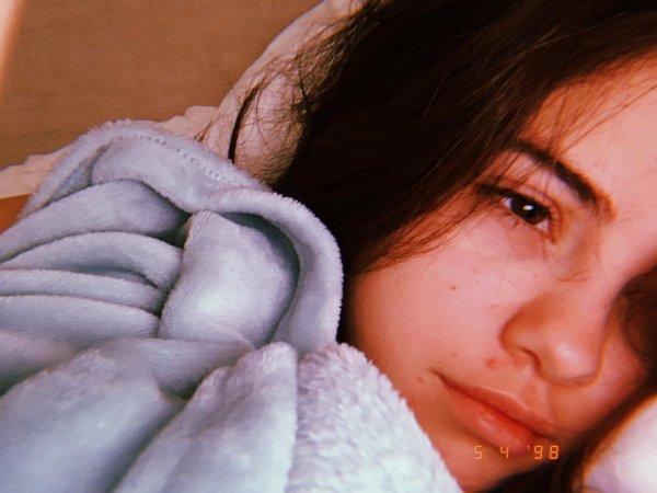 «Постельное» селфи Селены Гомес без макияжа получило более 8 миллионов лайков