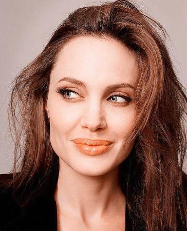 Анджелина Джоли рассказала почему удалила обе груди