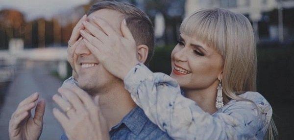Выпускники школы Виктора Дробыша Алекса Астер и Иван Детцель презентовали новый романтический клип