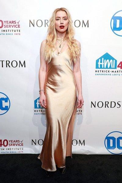 Эмбер Херд в сексуальном атласном платье на церемонии награждения NYC