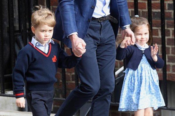 Кейт Миддлтон c принцем Джорджем и принцессой Шарлоттой совершают покупки на Хэллоуин в местном супермаркете