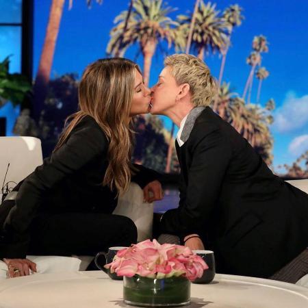 Дженнифер Энистон о своей странице в Instagram и поцелуях с женщинами
