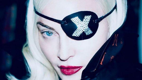 Вершина эпатажа: Мадонна показала поклонникам, как пьёт собственную мочу