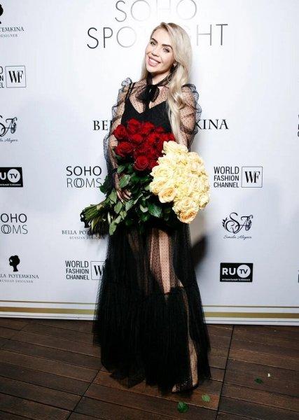 Карина Кросс стала моделью столичного модного показа