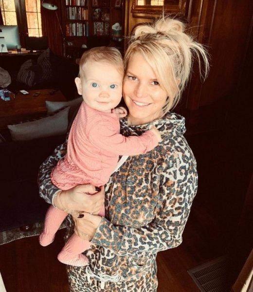 Джессика Симпсон без макияжа с очаровательной 7-месячной дочкой Берди!
