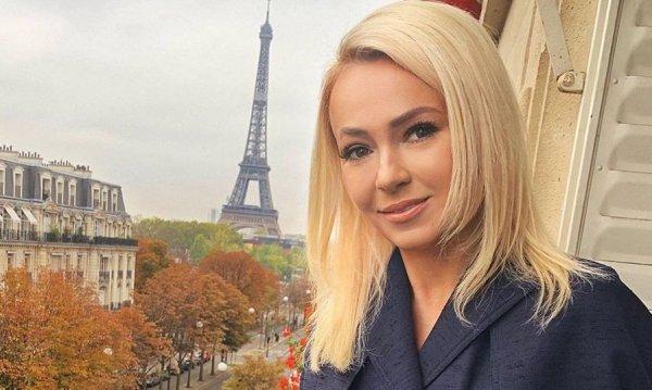 Яна Рудковская выбрала безумное платье для похода на бал Tatler