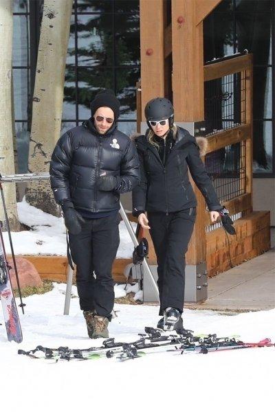 Гвинет Пэлтроу воссоединяется с бывшим Крисом Мартином, чтобы заняться лыжным спортом в Аспене