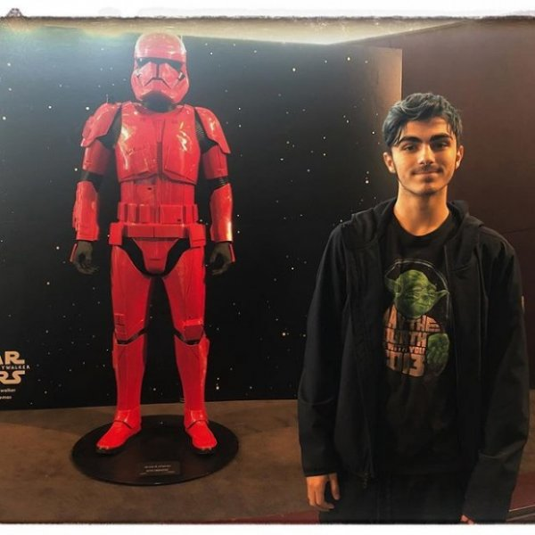 Брайан Остин Грин воссоединяется с сыном Кассиусом, чтобы увидеть «Звездные войны»