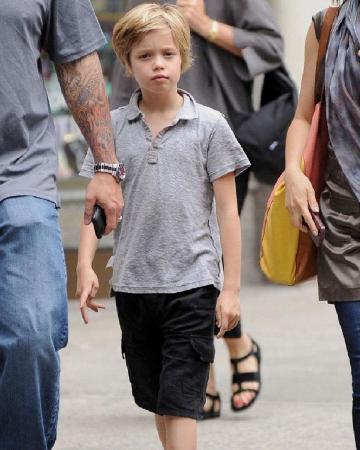 Дочь Анджелины Джоли и Брэда Питта готовится стать мальчиком: девочка вчера сменила имя