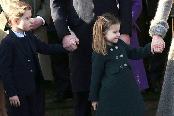 Принц Джордж и принцесса Шарлотта на официальном рождественском мероприятии