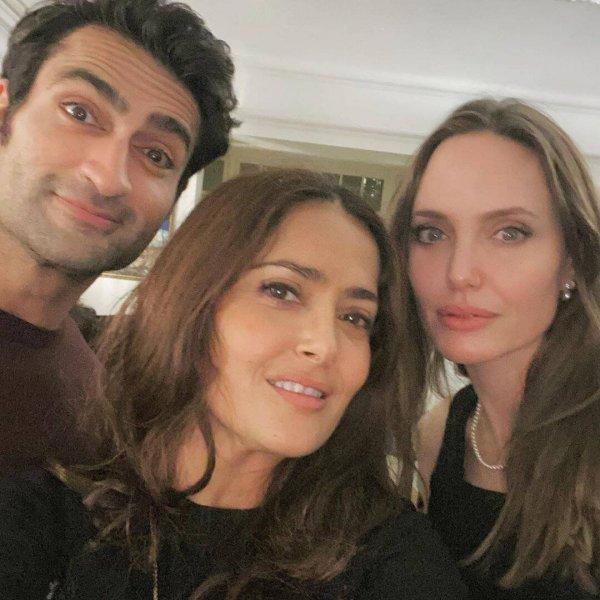 Сальма Хайек показала селфи с Анджелиной Джоли и рассказала о работе с ней