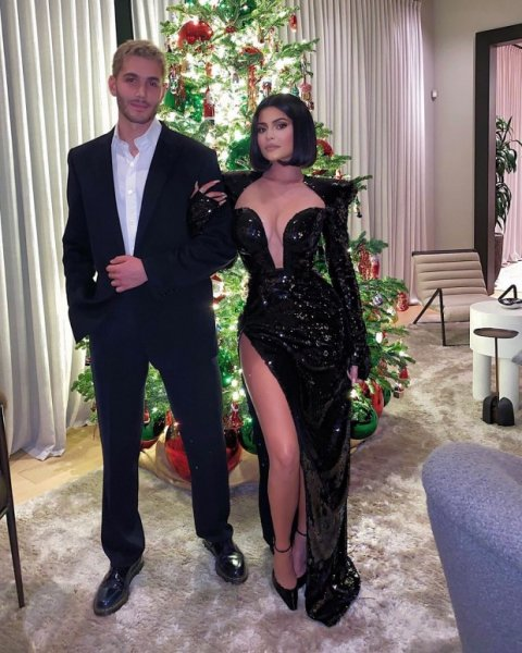 Кайли Дженнер наконец раскрывает тайну своего праздничного декора и рождественской елки