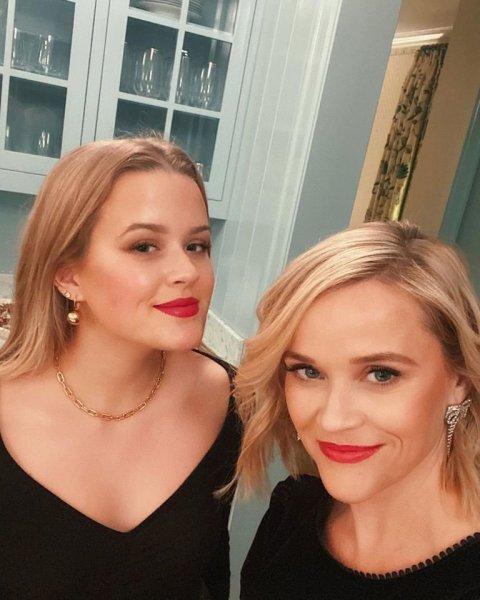 Словно сёстры: селфи 43-летней Риз Уизерспун и её 20-летней дочери удивило сеть
