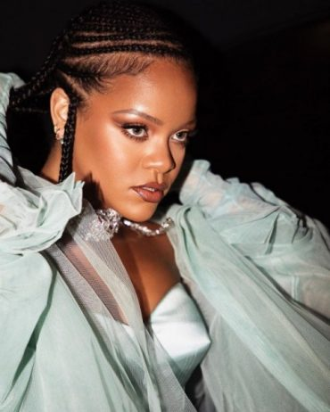 "Rihanna posted a new Sizzling video for ""Fenty Beauty"""