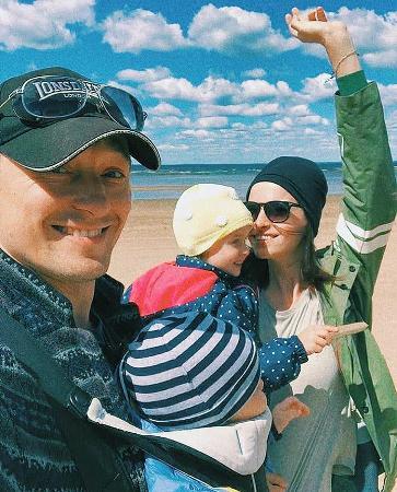 Сергей Безруков снял клип, в котором приняли участия его дети и жена Анна Матисон