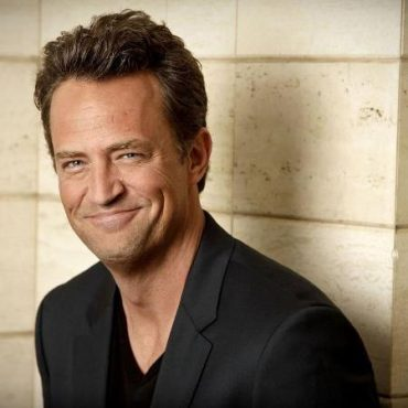 Matthew Perry began a serious relationship with 28-year-old girl