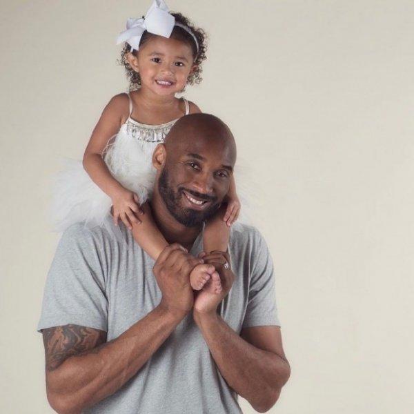 В ужасной катастрофе погибла звезда НБА Коби Брайант вместе с 13-летней дочерью