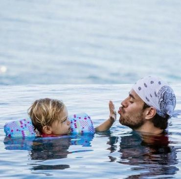 New photos of Enrique Iglesias with children attracted a record number of likes