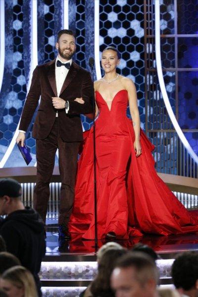 Крис Эванс помог Скарлетт Йоханссон избежать позора во время церемонии «Золотой глобус»