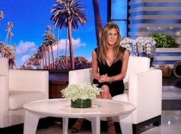 "Jennifer aniston staged a draw for fans of the TV series ""Friends"""