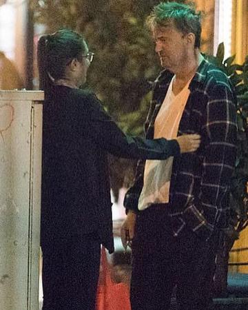 Мэттью Перри начал серьезные отношения с 28-летней девушкой